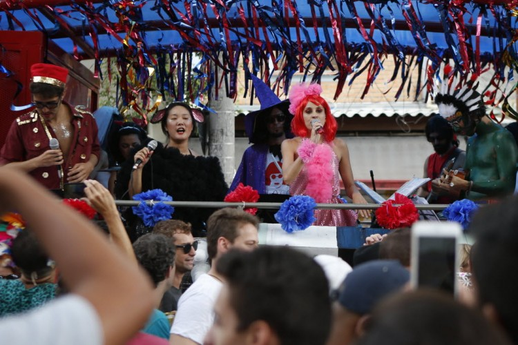 Desfile do bloco Ritaleena, que homenageia a cantora Rita Lee