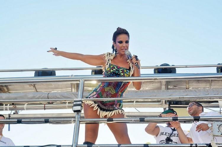 A cantora Ivete Sangalo, na segunda (8), durante apresentação no Carnaval de Salvador (Jefferson Peixoto/ Ag Haack/Divulgação)
