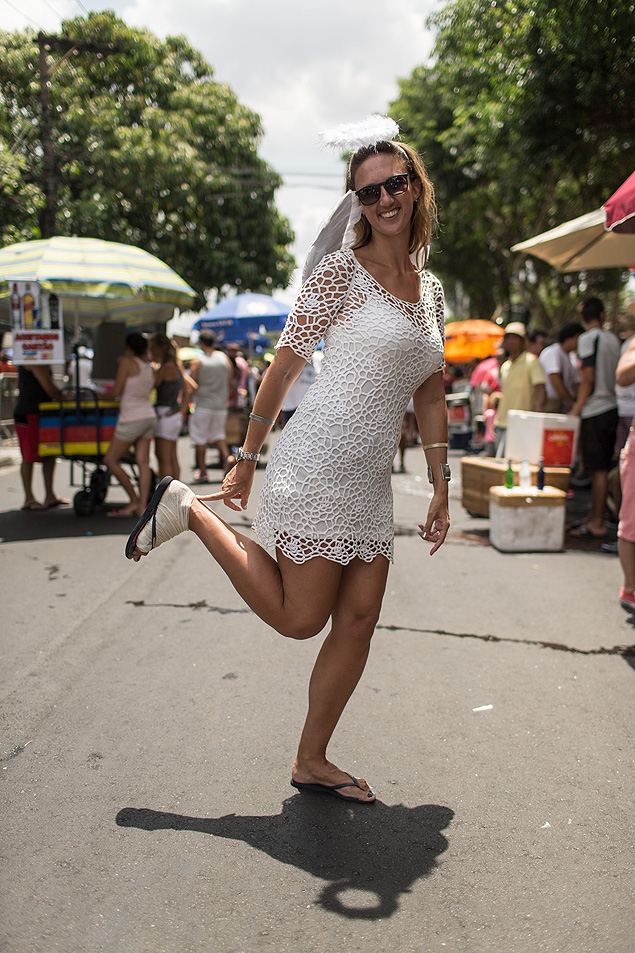 Giselle Vasilis, 34, com cinco pontos no pé, no Primavera, Te Amo (Foto: Avener Prado/Folhapress)